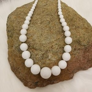 WHITE SOLID BAUBLE STATEMENT NECKLACE